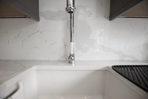 calacutta urban quartz white quartz with marble effect installed in barnet by rock and co