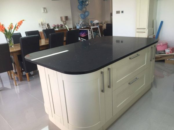 black quartz worktop silestone rock & co