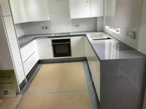 grigio scuro stella, dark grey starlight quartz worktops with white high gloss kitchen