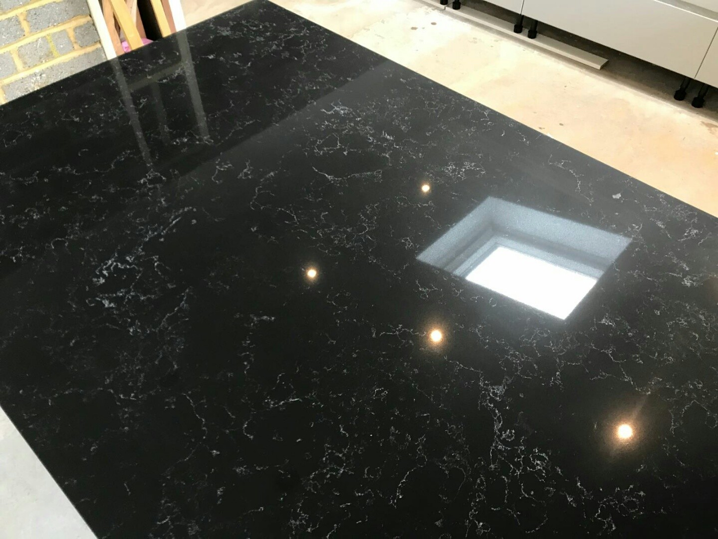 nero venata black marble effect quartz